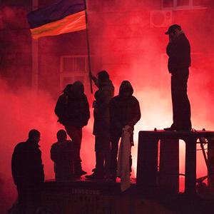 Работа со вспышкой: Фотографы — о съёмке на «Евромайдане» — Город на The Village