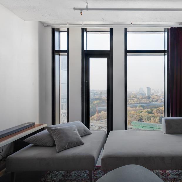 Стекло, бетон и трубы в апартаментах «Москва-Сити» — Квартира недели на The Village