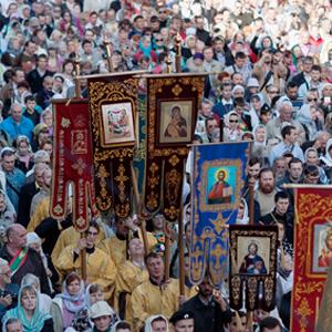 Фото дня: Крестный ход по Невскому проспекту — Город на The Village