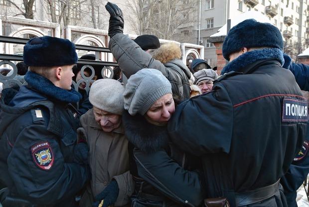 Давка в очереди за билетами в Третьяковку — Фото на The Village