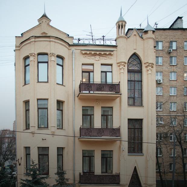 «Я живу в готическом особняке на Бауманской» — Где ты живёшь на The Village