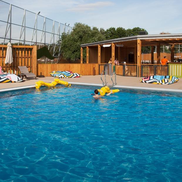 Жизнь — курорт: Пять новых открытых бассейнов в Москве — Гид The Village на The Village