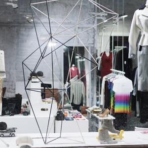 Мы вам покажем: 7 оформителей витрин московских магазинов