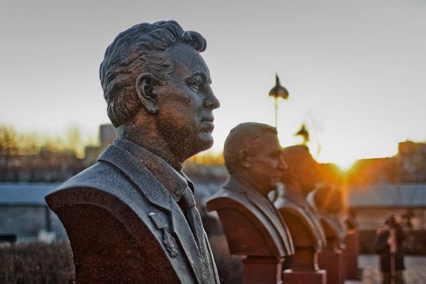 Миротворец: История человека, продавшего тысячам бизнесменов билет в вечность