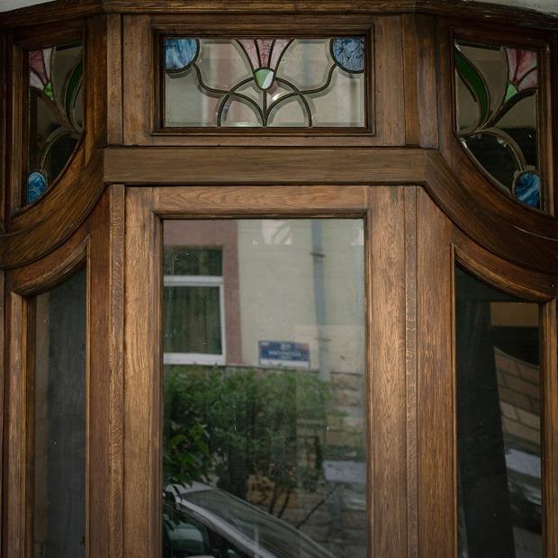Как Даниэль Лурье восстановил исторический тамбур в доме на Петроградской стороне  — Город на The Village