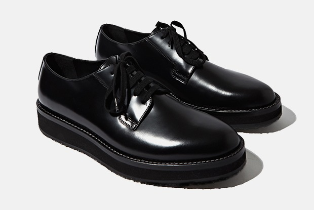 Как разносить слишком тесную пару ботинок — Сервис на The Village