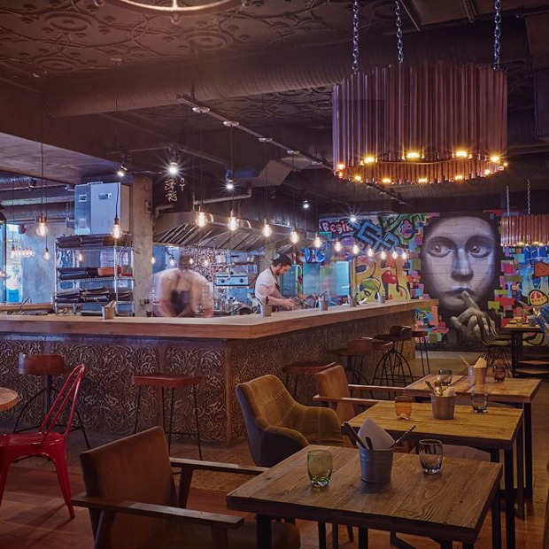 Мясной ресторан «Южане», гастропаб Funky Food, а также устричный бар в Москве