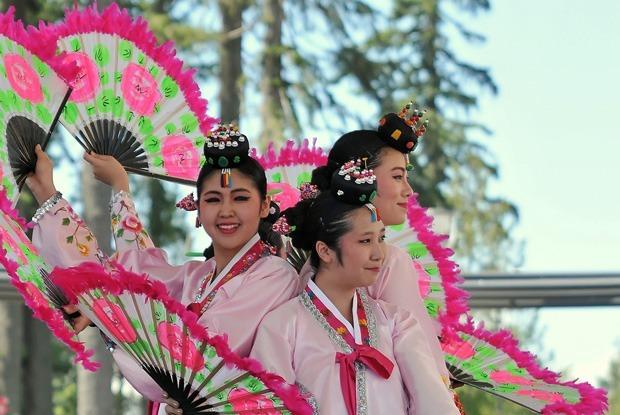 Фестиваль корейской кухни, экстрим-соревнования «Мосты» и Stand Up Big Show  — Выходные в городе на The Village