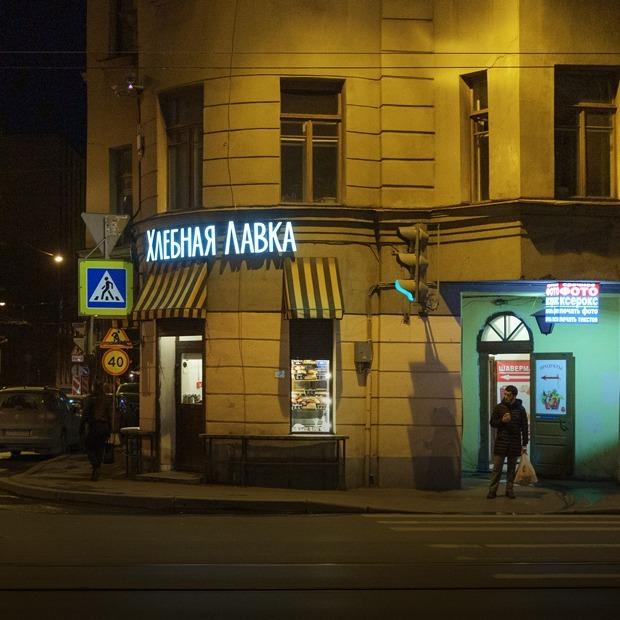 Как в прорезных арках угловых домов Петербурга появились микрокофейни — Истории на The Village