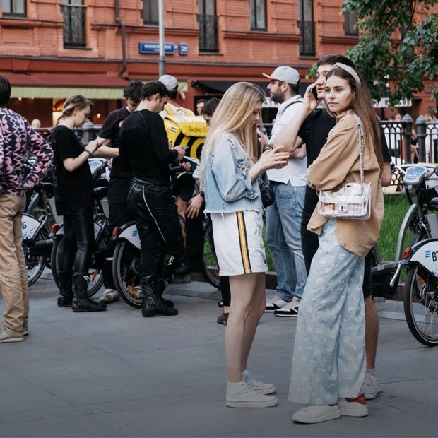 Москва гуляет: Первый вечер после снятия карантина — Фоторепортаж на The Village