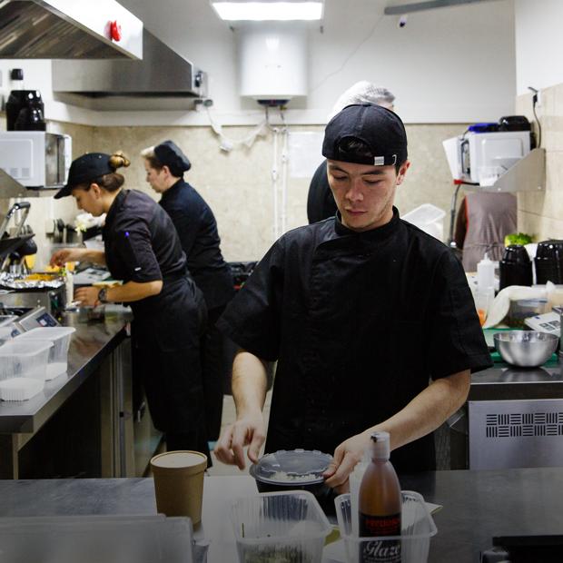 Как выглядит ресторан будущего — без столиков и официантов — Как это работает на The Village