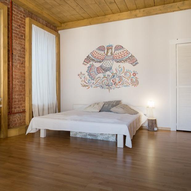 Студия с народными мотивами и деревянным потолком в Соляном переулке (Петербург) — Квартира недели на The Village