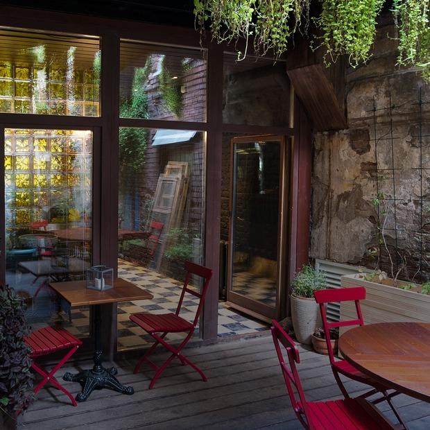 Tawny bar на набережной Фонтанки (Петербург)  — Место на The Village