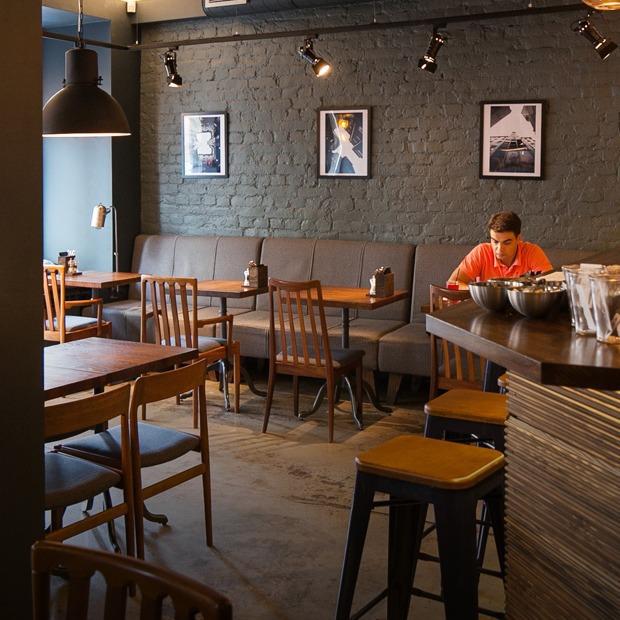 Кафе-бар «Бюро» на Петроградской стороне — Новое место на The Village