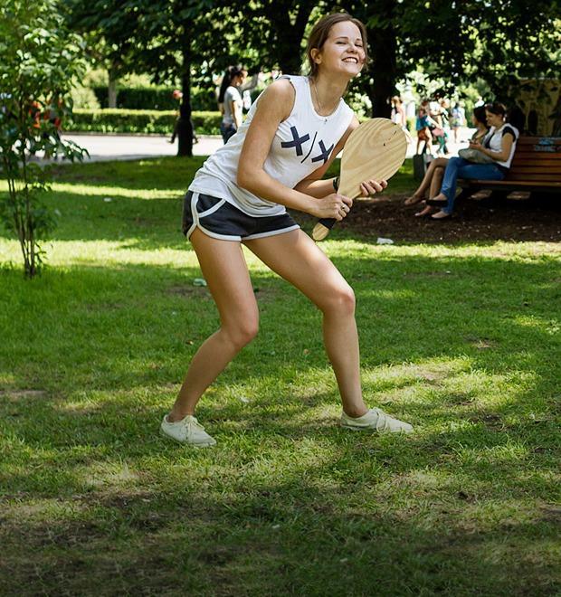 Люди в городе: Играющие в парках