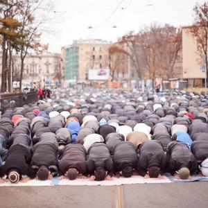 Фоторепортаж: Празднование Курбан-Байрама в Петербурге