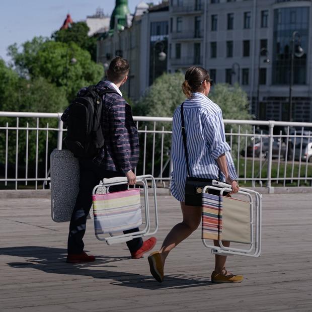 В Петербурге наконец-то открыли парки. Как в них соблюдают дистанцию?  — Фоторепортаж на The Village