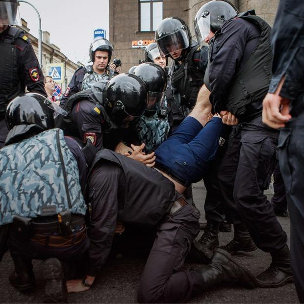 Как разгоняли митинг против пенсионной реформы в Петербурге — Фоторепортаж на The Village