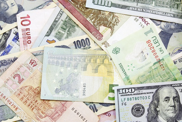 Как себя ведут валюты в трудных ситуациях — Истории на The Village