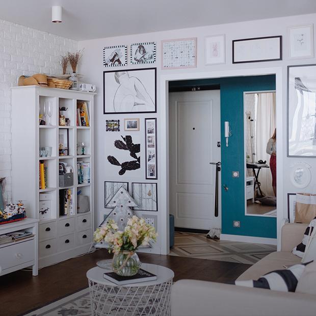 Светлый интерьер в однокомнатной квартире с панорамными окнами — Квартира недели на The Village