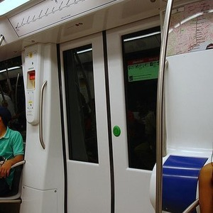В метро появятся вагоны с кнопками для открытия дверей — Ситуация на The Village
