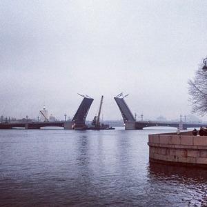 Дворцовый мост впервые развели на все выходные — Ситуация на The Village