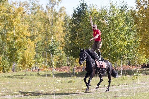 Спортсмены с двумя сердцами: Где учат джигитовке в Иркутске   — Индустрия на The Village