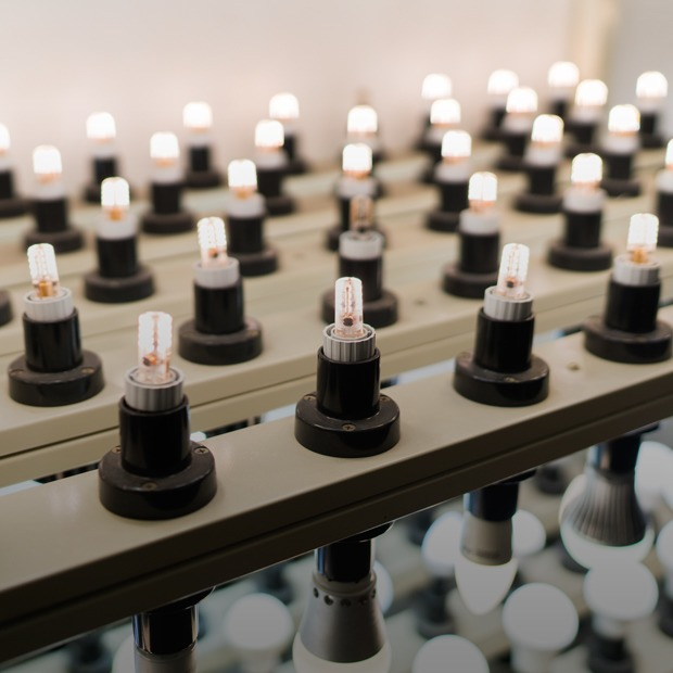 Как делают светодиодные лампы — Производственный процесс на The Village