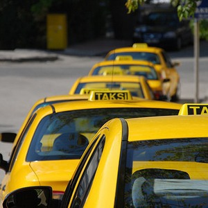 На железнодорожных вокзалах появились стоянки для легальных такси — Ситуация на The Village
