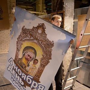 В «Этажах» демонтировали часть выставки протестного стрит-арта из-за цензуры — Ситуация на The Village