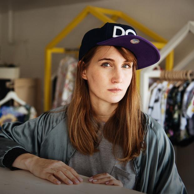 «Мне очень помогает то, что я социофоб»: Дизайнер Карина Кино — о бизнесе, творчестве и материнстве — Карьера на The Village