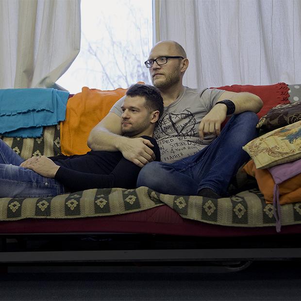 «Мы — исключение из исключений». Как живут открытые ЛГБТ-пары Екатеринбурга — Люди в городе на The Village