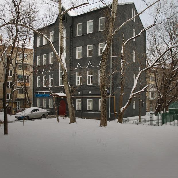 Дом на «Бауманской», который жильцы перекрасили в черный