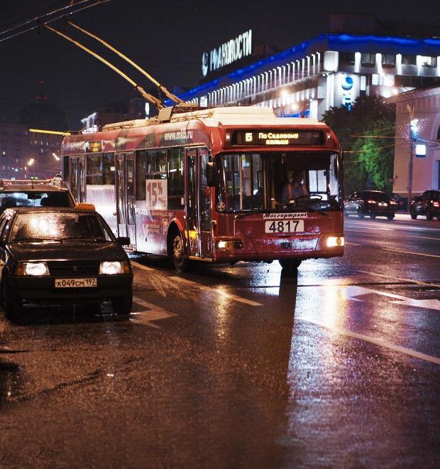 Фото дня: Первые ночные автобусы и троллейбусы в Москве — Город на The Village