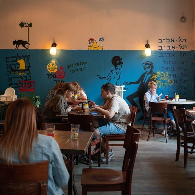 Возвращение ресторанов: Как выглядят посткарантинные Некрасова и Рубинштейна — Фоторепортаж на The Village