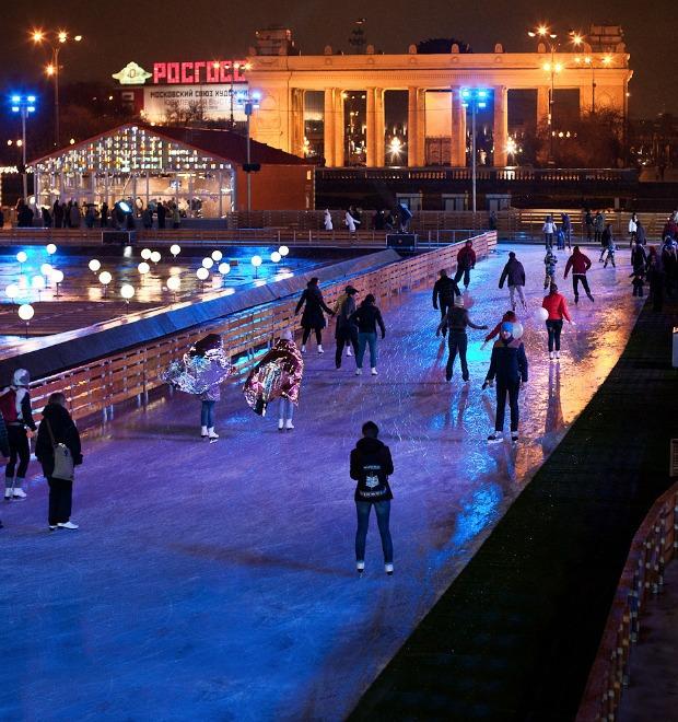 Люди в городе: Первые посетители катка в парке Горького — Галереи на The Village