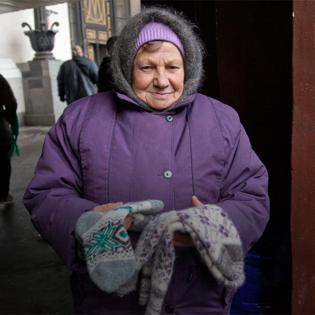 Кто продаёт шерстяные носки на улицах Москвы