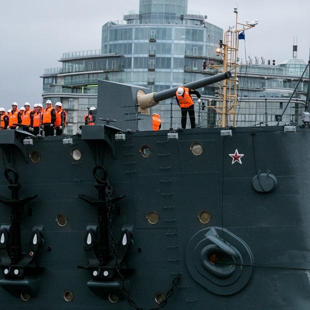 Как крейсер «Аврора» возвращался в Петербург — Фоторепортаж на The Village
