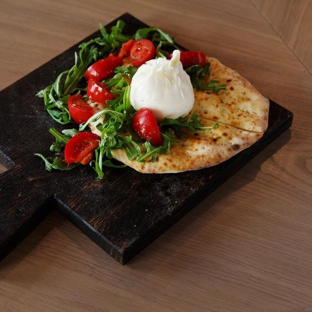 Неаполь из Петербурга: «Пицца 22 сантиметра» на Солянке — Место на The Village