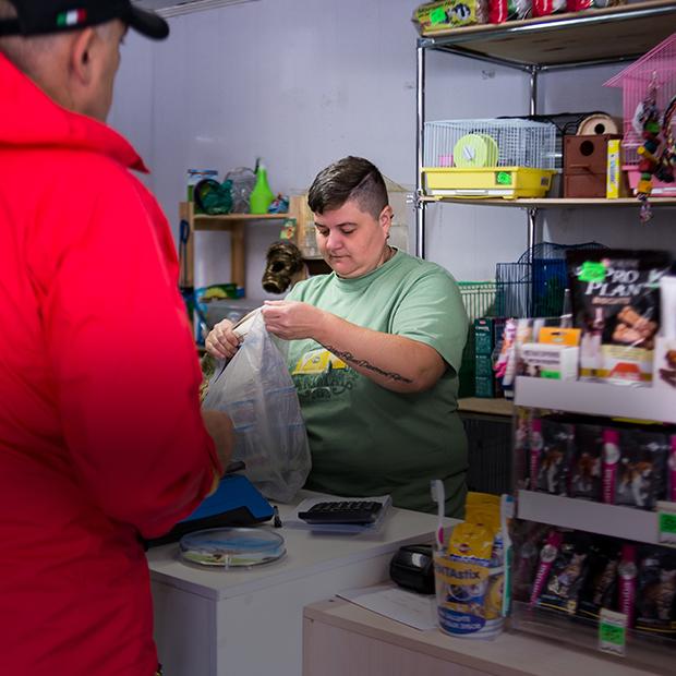 «Никогда  больше не буду работать в СМИ»: Как звукорежиссер открыла зоомагазин в Сочи  — Личный опыт на The Village