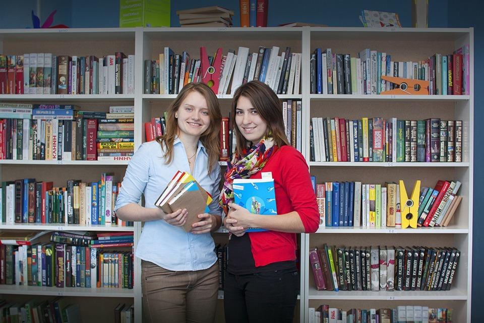 FriendsBook: Удастся ли студенткам заработать на прокате книг? — Эксперимент на The Village