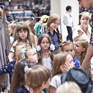 Детская мода: Филипп Миронов-младший дает комментарии линии jnby by JNBY в «Цветном»