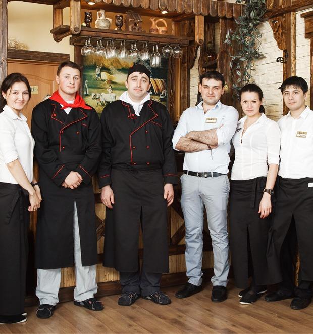 Первые лица: Как подбирают официантов в «Чито-Ра» — Еда на The Village