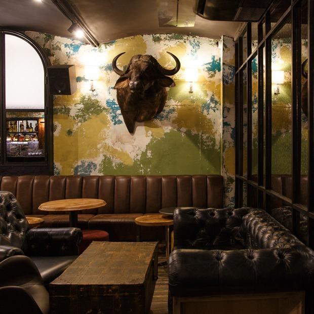 Хороший бар в подворотне: Dry & Wet — Место на The Village