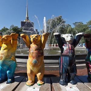 В Александровском саду выставили медведей United Buddy Bears — События на The Village