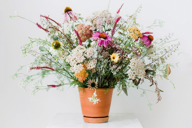 Раз ромашка, два ромашка: Из каких цветов и растений делать букеты на даче — Дизайн-хак на The Village