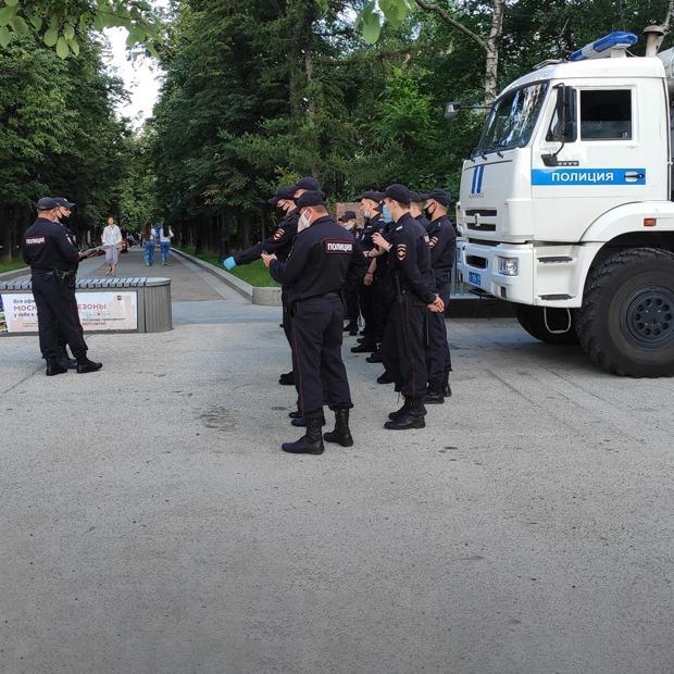 Сколько полицейских можно встретить в пятницу на «Китай-городе»  — Общественные пространства на The Village