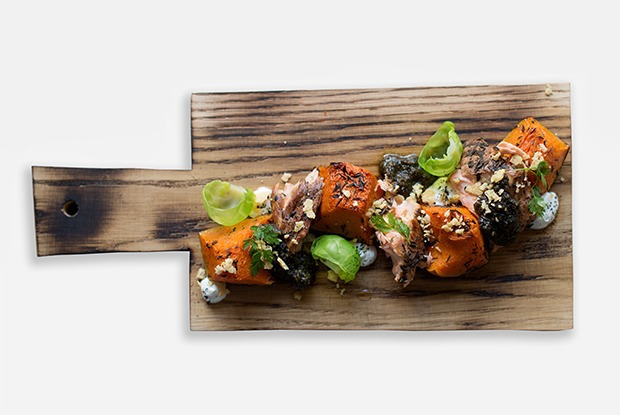 Закуска из копчёного лосося в датском стиле — Рецепты шефов на The Village