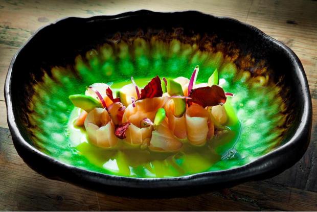 С уральскими ягодами, классический и тайский: Три рецепта севиче от Рашида Рахманова — Рецепты шефов на The Village