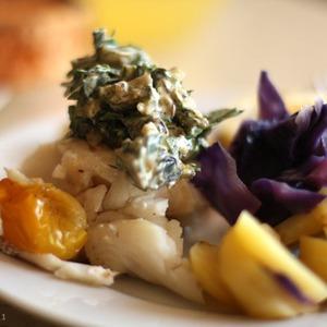 Треска на пару с овощами и соусом сальса из трав — Рецепты читателей на The Village